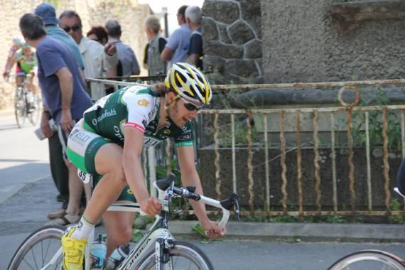 Mike Sherer speeds through a corner | Tour de Bretagne Cycliste | Stage 2 | Rennes to Guerandes